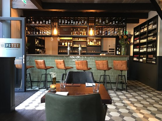 Bruinisse, Petit Kitchen & Bar | Winchester tiles Bricks